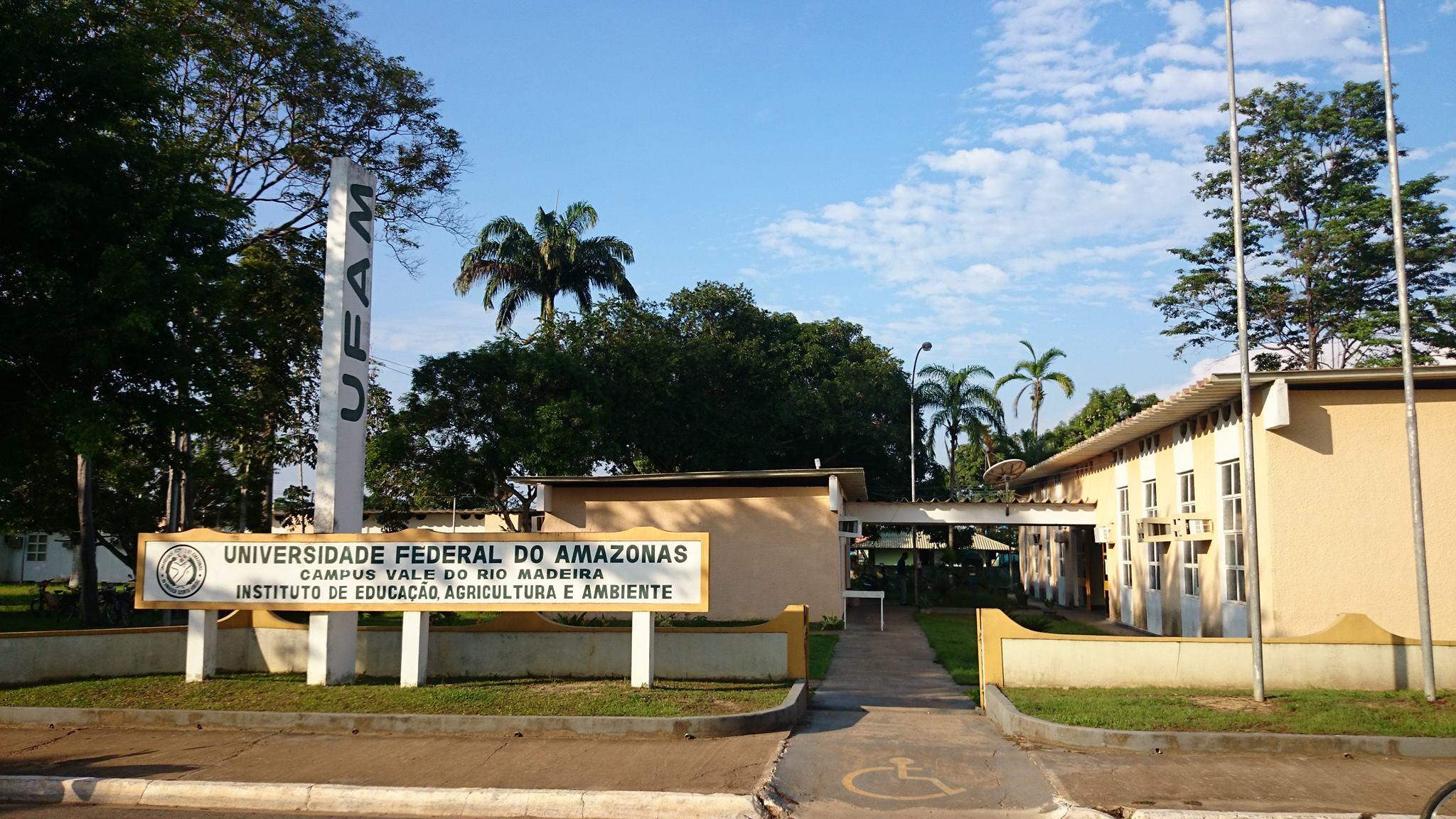 Arquivista do Arquivo Central-UFAM (Campus Manaus) realiza visita técnica ao IEAA-UFAM (Campus Humaitá)